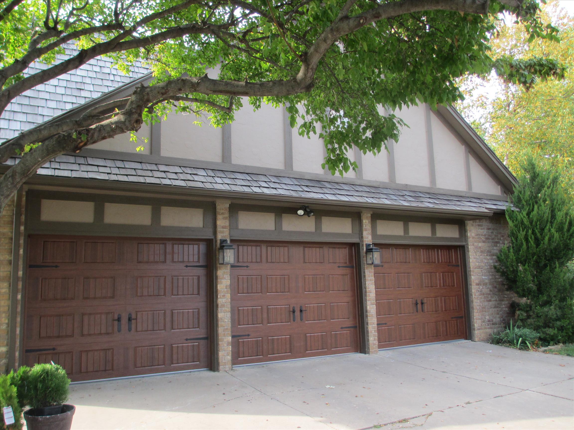3 car garage with custom garage doors